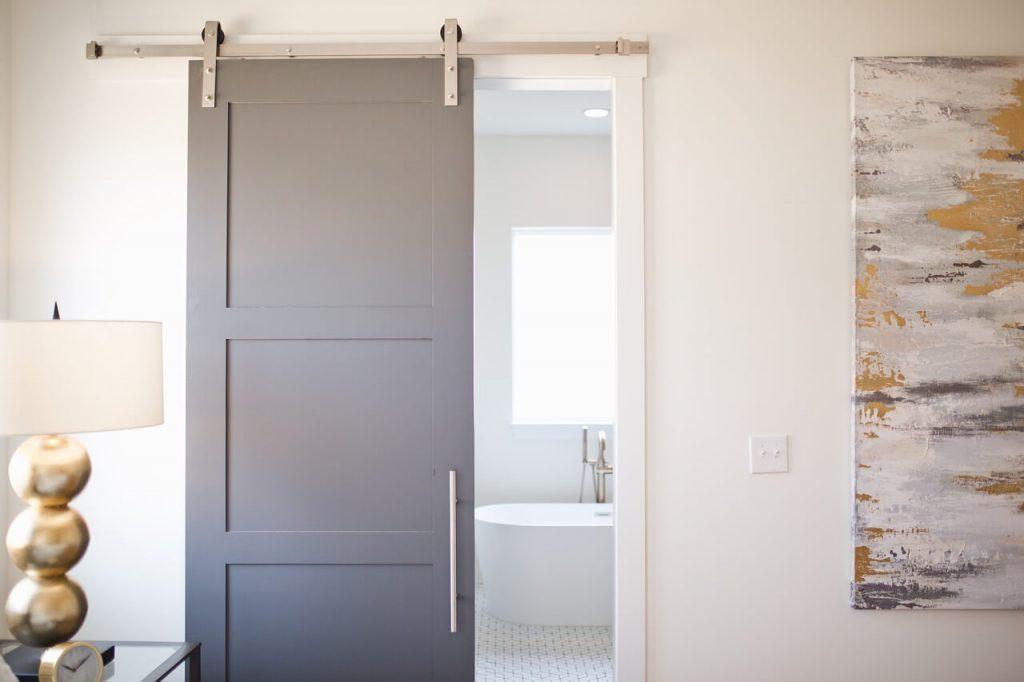 Функционална интериорна врата